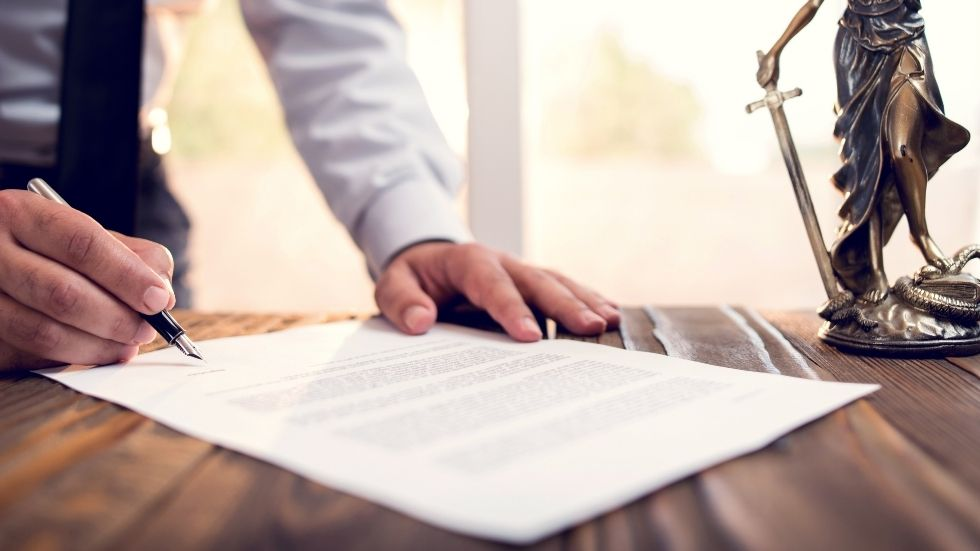 Writing Your Will: 5 Reasons You Should Use A Solicitor